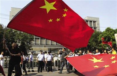 北京千余民众理性抗议 警方称将追究违法行为