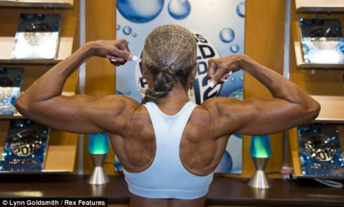 美老太74岁肌肉完美 载入吉尼斯世界纪录