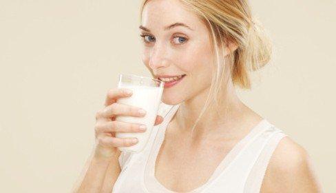 喝纯牛奶会长痘痘吗
