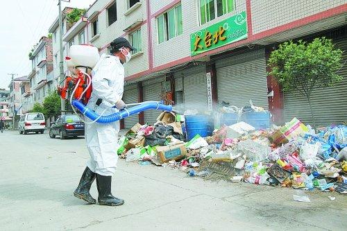 芦山县城灾后日垃圾量达300吨 系地震前6倍