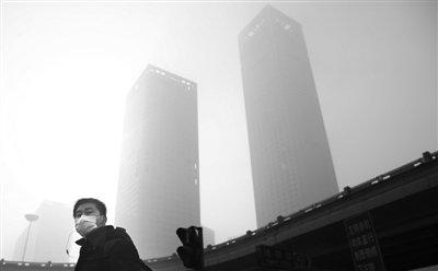 北京停驶部分公务车应对雾霾 建议少开车坐公交