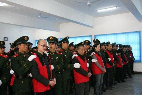 4月2日,法庭上,39名被告人正在等待法院一审宣判。新华社发