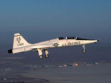 美军使用T-38对抗F-22 目的或为应对中国歼10