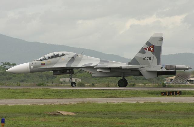 习近平抵达加拉加斯 委内瑞拉出动2架苏30护航