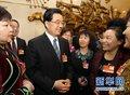 组图:胡锦涛参加内蒙古代表团审议