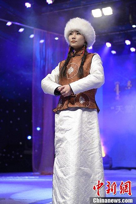 高清 模特展示蒙古族服饰图片