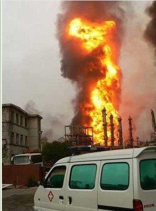 南京爆炸事故现场火光冲天 通讯基站炸毁(图)
