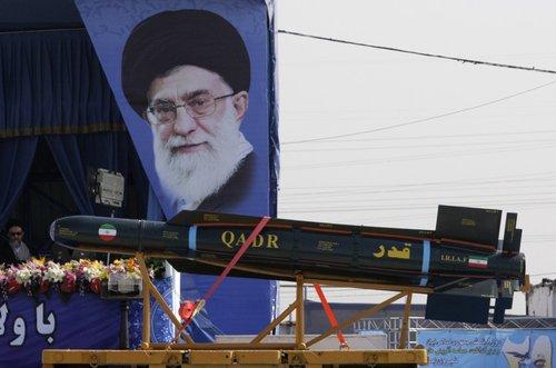 伊朗建军节阅兵放狠话 称可单刀赴会摧毁以色列