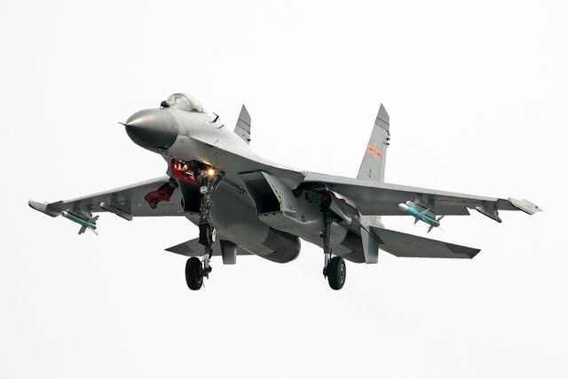 汉和称中国无法量产歼11系列战机 将购更多苏35