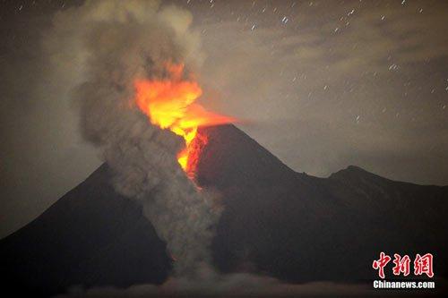 印尼火山喷发罹难者将被集体埋葬 机场暂时关闭