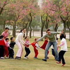 2008年,南山外教和孩子效游