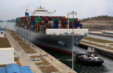 中国超级货轮停靠美国引惊呼:它占了整条河
