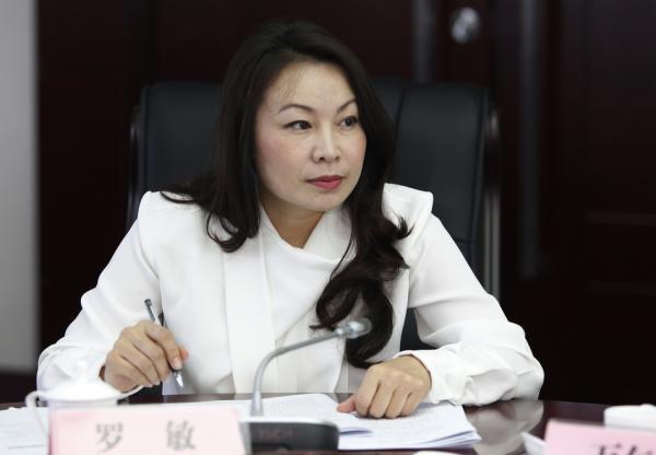 云南农信社女主任落马 银监会罕见对其设观察期