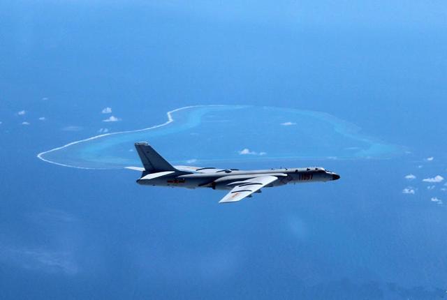 中国空军巡航黄岩岛将成常态 菲媒:中国秀肌肉