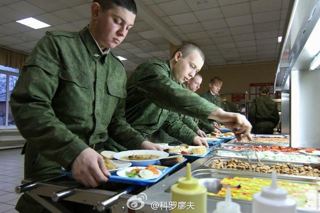 我们如今顿顿大餐 吃的比中国人还好