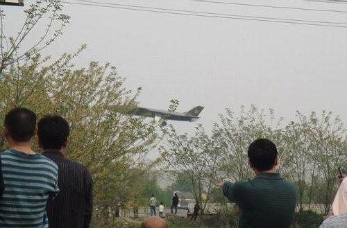 英媒:中国歼20二度试飞 大步缩小与美差距
