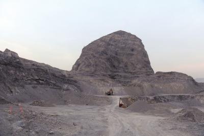河北矿区盗采石料现象猖獗 每天被挖2万多吨