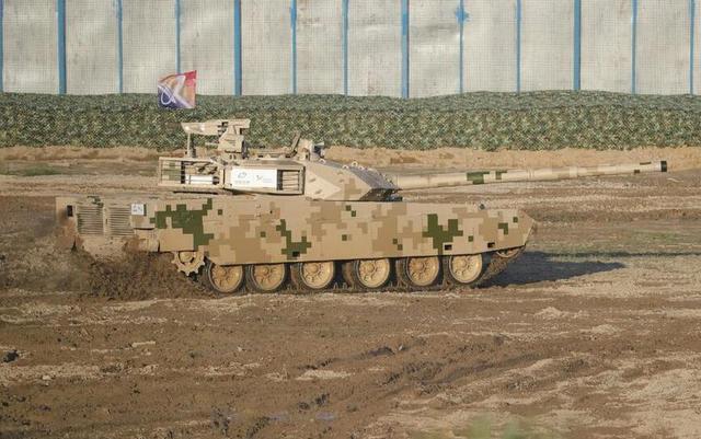 外媒:泰军购中国VT-4坦克 防长将访华签合同