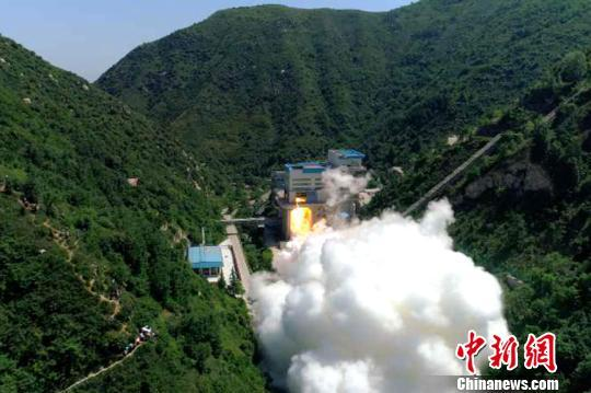 中国首台泵后摆火箭发动机试车成功