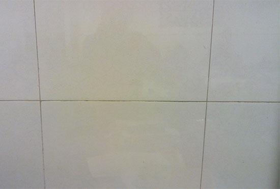 白色瓷砖防污去污小窍门 再也不怕它变黄啦