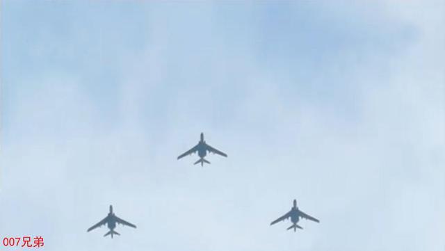 解放军20架轰炸机35小时万里奔袭 穿越4个战区