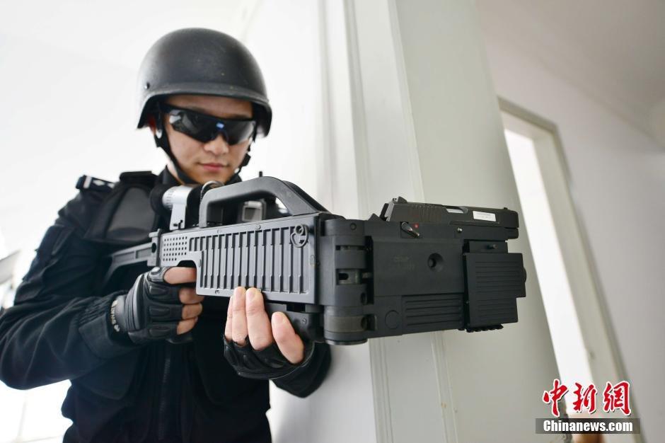 """上海特警持""""拐弯枪""""训练2015.3.5 - fpdlgswmx - fpdlgswmx的博客"""