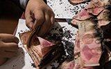 残币兑换专家经手人民币超千万 手被发霉纸币感染真菌