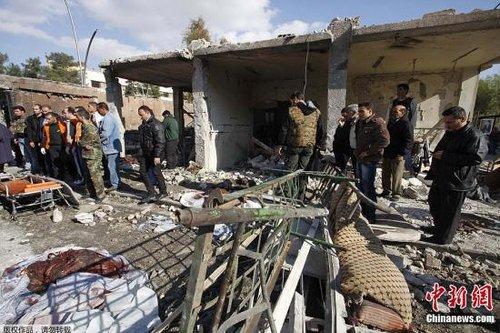 叙利亚首都大马士革的国家安全及情报大楼23日遭到两起自杀式汽车炸弹爆炸袭击。