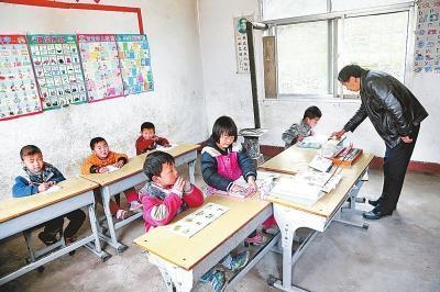 一乡村教师大山里坚守38年学校仅6名学生