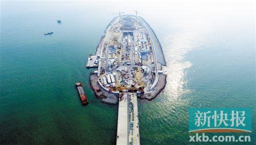 港珠澳大桥主体桥梁贯通:全球最长 抗八级地震