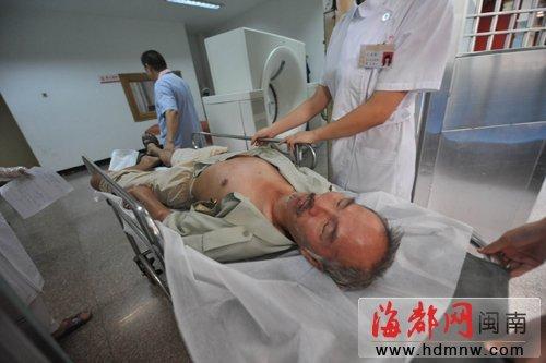 泉州6旬老人骑自行车摔倒后 半小时内无人扶