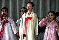 组图:中国游客实拍朝鲜女中学生的神秘生活