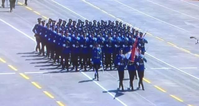阅兵中的外国士兵:斐济穿裙子 白俄颜值高