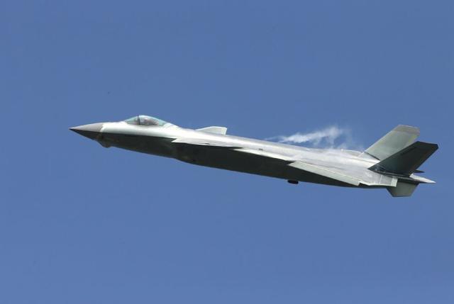 歼20首次五机同框战力揭秘 未来重点照顾南海