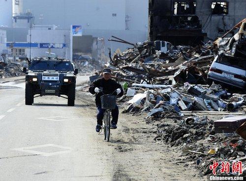 4月21日下午,日本宫城县石卷市地震海啸灾区景象,日本自卫队已经在当地开展灾后重建工作。中新社记者 侯宇 摄