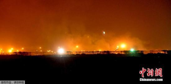 武装分子袭卡拉奇机场23人死 机场冒烟飞机起火