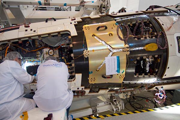 外媒称法国为巴西制造军用通信卫星:并转让技术