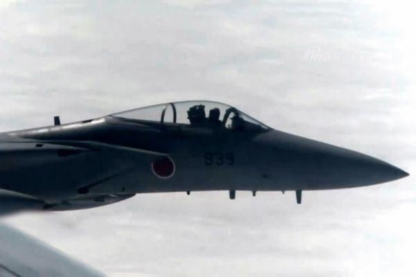 港媒:中国军机遭日F-15干扰短片曝光 近到看清飞行员