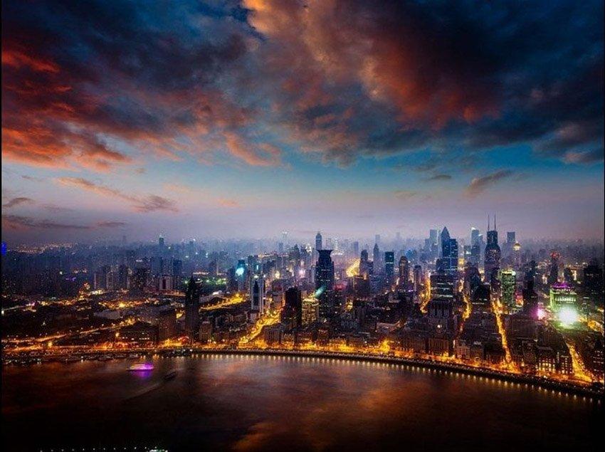 城市在为人们提供固定住所的同时,其本身也是一道美丽的风景.而图片
