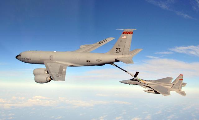 英媒:美国空中加油机在飞跃英吉利海峡时失踪