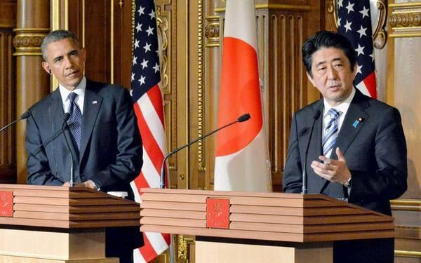 日本首相安倍晋三(左)与美国总统奥巴马共同会见记者。