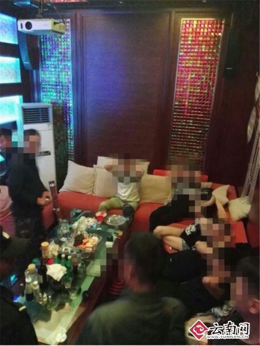 """藏身豪华别墅 昆明警方端掉""""地下嗨场""""(图)"""