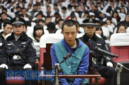 中国社会底线失守道德难寻 官员贪少点民众就已很满意(图)