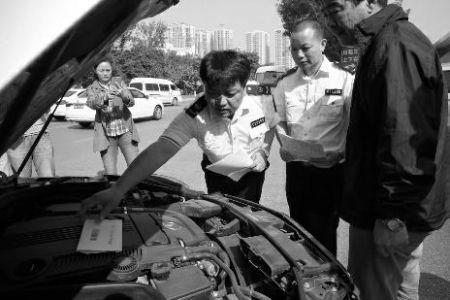 奔驰高速路熄火去维修 进口发动机被换成国产机