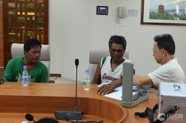 中国海警讲述抢救菲渔民始末:顶十四级台风救人 获菲律宾同行感谢