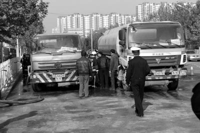 北京一柴油罐车泄漏 附近交通堵塞3小时
