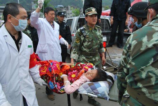 央视网记者震区纪实:牟云和他的医疗救护队