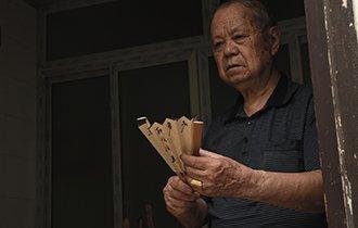 """八旬老人5平方小屋做出传世珍品 被称""""江南扇王"""""""