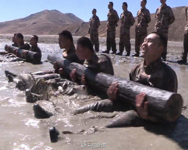 解放军边防战士海拔4600米艰苦训练
