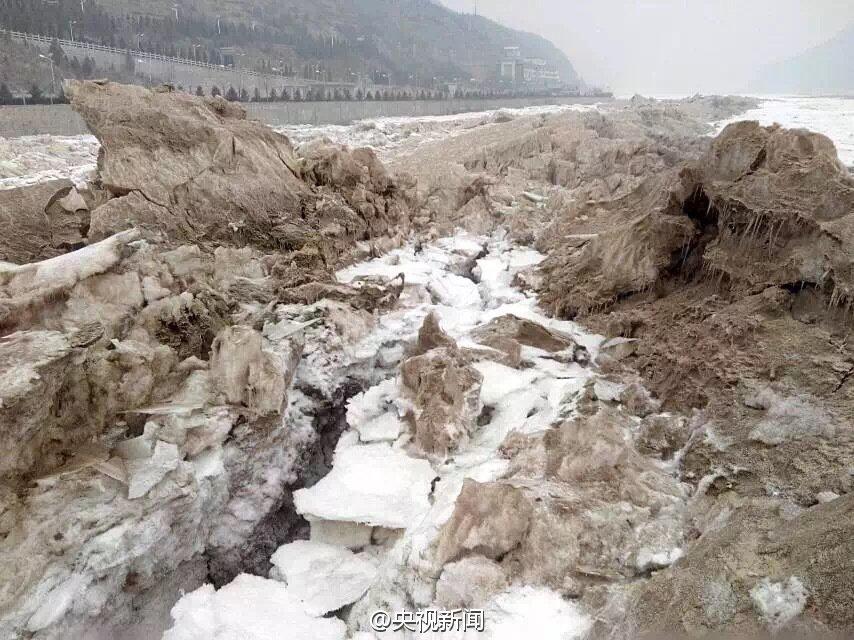 黄河壶口段迎今年最大凌汛 瀑布被冻住场面壮观 - 海阔山遥 - .